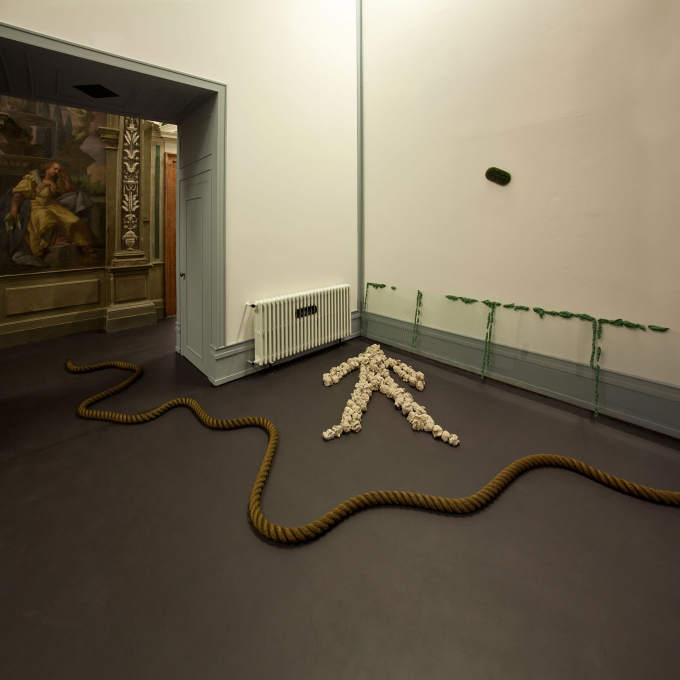 "Barry Flanagan's ""Two Space Rope Sculpture"" connects two very different spaces at Fondazione Prada than it did in Kunsthalle Bern."