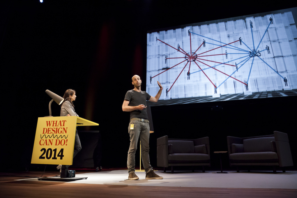 Rogier Klomp and Schuchen Tan of Tegenlicht explained how they sifted through impenetrable mountains of data to visualize the Shell corporation's secret activities. (Photo © Leo Veger)