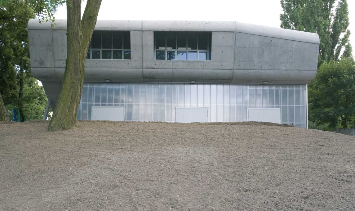 Oliver mang s new rowing club in berlin uncube for Garage ad barlin
