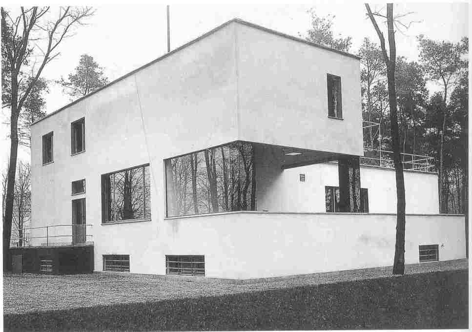 This rather blurry and imprecise photograph, taken by Ise Gropius in 1926, became one of the most iconic images of the House Gropius after the building's destruction in 1945, creating our collective memory of it. (Photo: Ise Gropius)