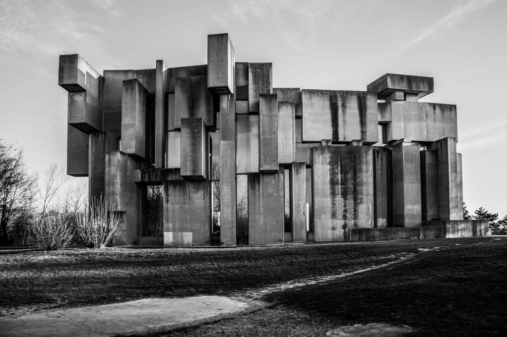 The looseness of the composition of traditionally urban concrete materiality allows the church to seem at home within its more rustic surroundings. (Photo: Anton Bauder)