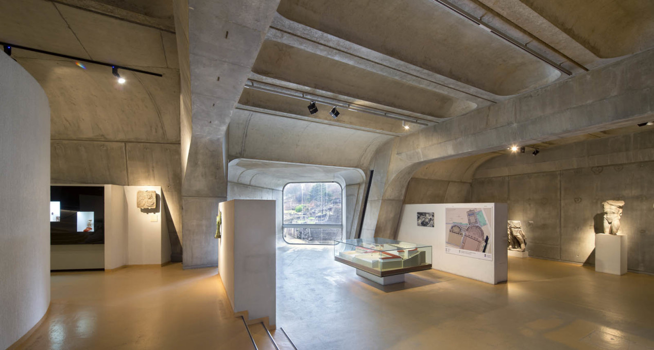 Small tunnels and near-rectangular windows facilitate a grand reveal at the end of the tour...