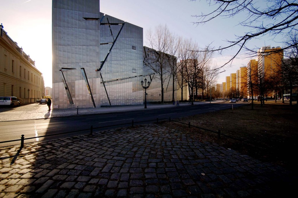 The building's zinc exterior is cut through with incised lines. (Photo © Michele Nastasi)