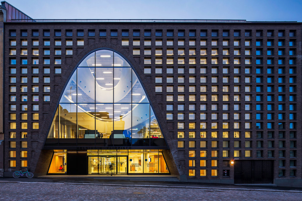 The facade is defined by the contrast of the small square windows with the big, curved openings. (Photo: Mika Huisman, Espoo)