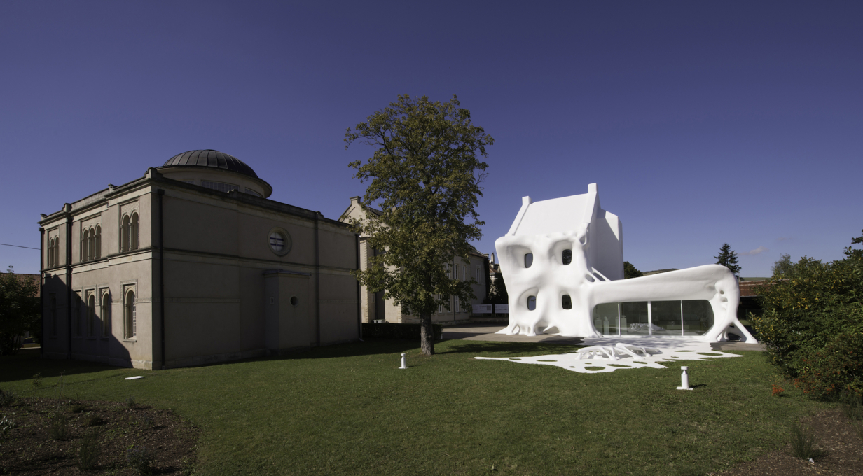 "The artists refer to the house's unusual façade as a ""white veil."" (Photo © OHDancy)"