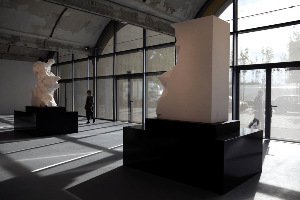 "Exhibition view of ""Captives"", at MU Gallery, Eindhoven, 2013. (Image courtesy Quayola)"