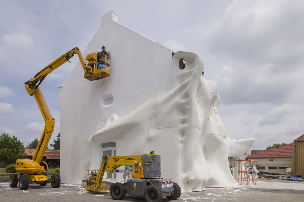 The façade was covered with sculpted polystyrene blocks. (Photo © OHDancy)