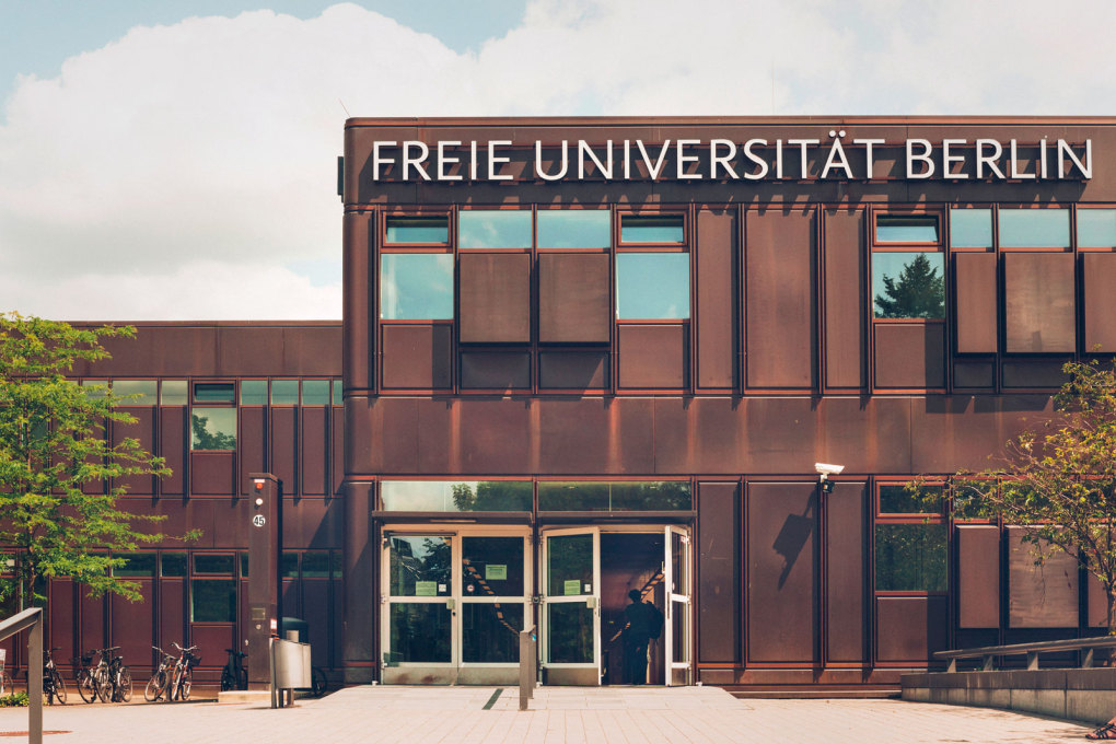 The main building of the Free University in West Berlin was designed by Alexis Josic, Georgis Candilis, Shadrach Woods and their German collaborator Manfred Schiedhelm in 1962. (Photo: Lena Giovanazzi, 2015)