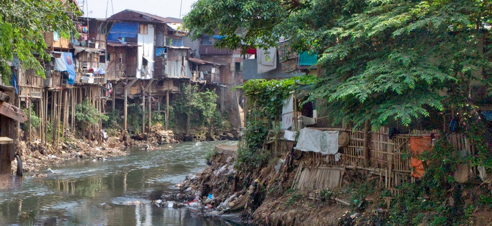 Nonformal housing along the Ciliwung River in Jakarta, Java. (Photo courtesy ETH-Zurich)