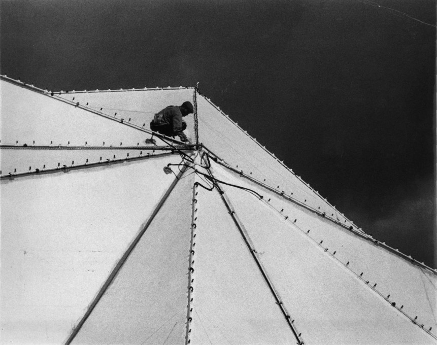"Installation of the nozzles for the ""Fog Sculpture"" on the outer dome. (Photo: Shunk-Kender, © Roy Lichtenstein Foundation, courtesy E.A.T.)"
