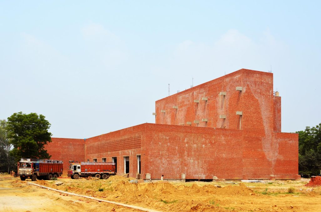 Its design follows the inner logic of its use as a warehouse and distribution centre. (Photo: AKDA)