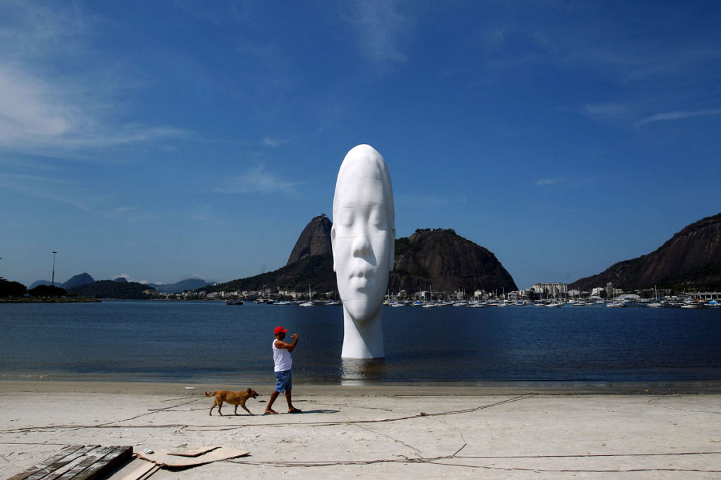 "Jaume Plensa's ""Looking into my dreams"" in Rio's Botafogo Bay."