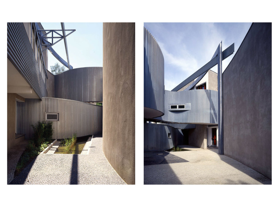 Exterior views; alcoves and courtyards between the triangular wedges that spiral out from the building's core. (Photo by Michael Krüger)