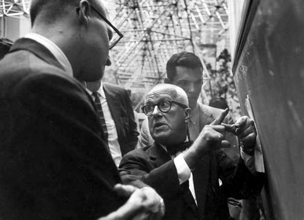 Buckminster Fuller explaining the Dymaxion Building, September 1959. (Photo: Joel Yale)