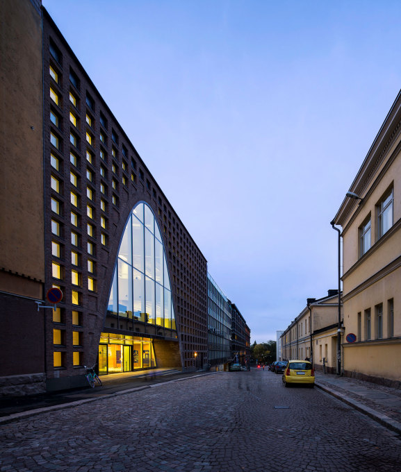 The other side of the library faces the less busy Fabianinkatu Street. (Photo: Mika Huisman, Espoo)