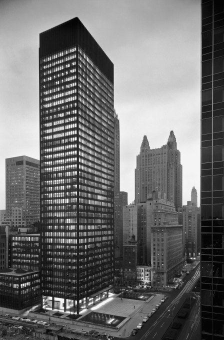 Seagram building,New York. Mies van der Rohe & Philip Johnson, architects; Kahn & Jacobs, associate architects; Phyllis Lambert, director of planning. (Photo: Ezra Stoller, 1958; CCA, Montreal; © Esto)