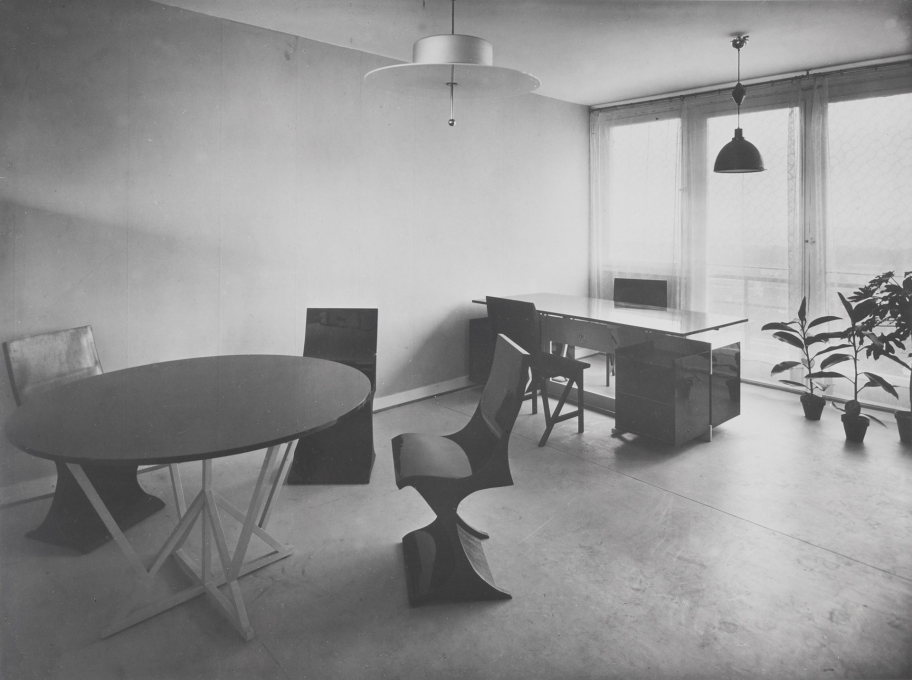 "The Brothers Rasch: ""Apartment for a Bachelor"" in the Ludwig Mies van der Rohe House, Weissenhof Estate, Stuttgart, 1927. (© Archiv Marzona)"