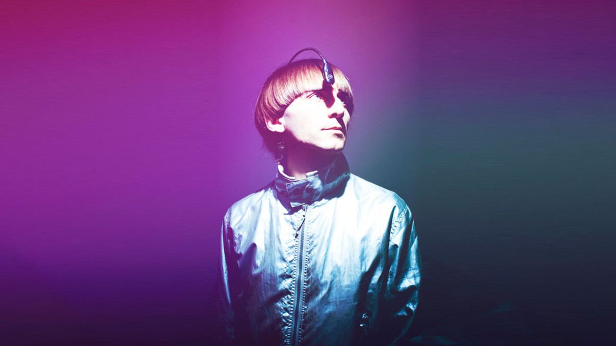 Synaesthesic cyborg Neil Harbisson was born completely colour blind. He had an antenna implanted into his skull that allows him to perceive colours as sound waves. (Photo: Wikimedia Commons)