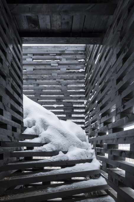 The timber structure is fully exposed to the elements. (Photo: Yuri Palmin)