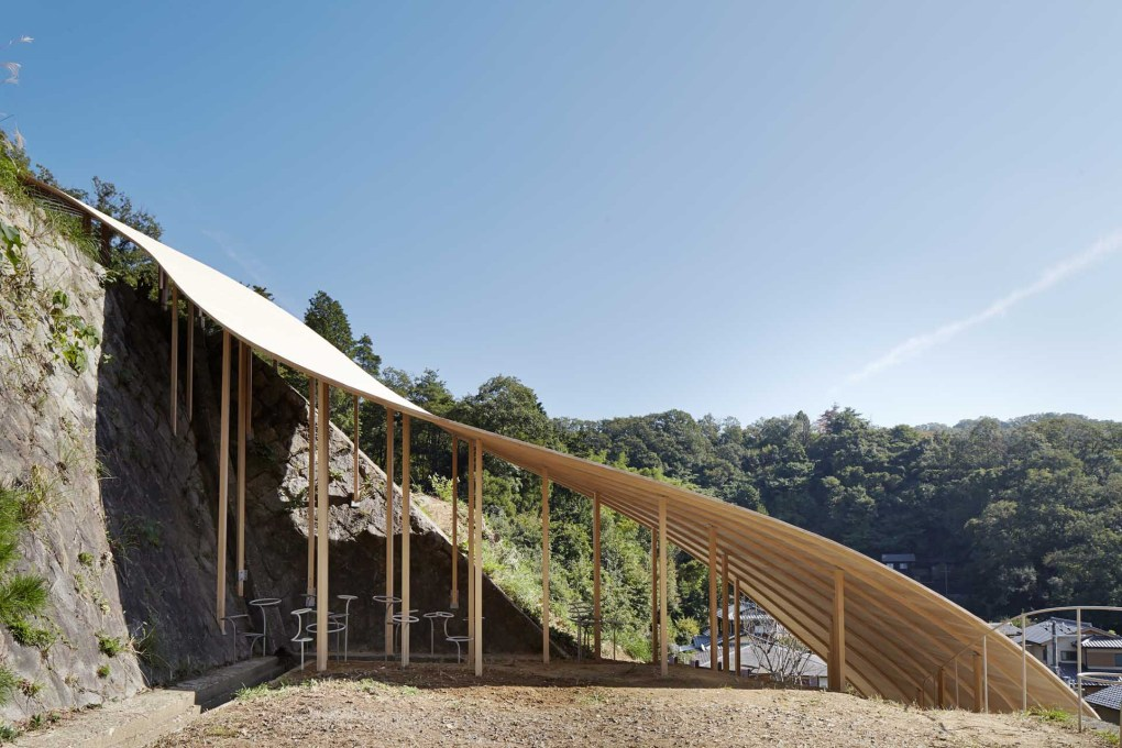 The pavilion is sited on a forested mountainside in the campus of the University of Art and Design in Kyoto. (Photos: Daici Ano, courtesy nendo)