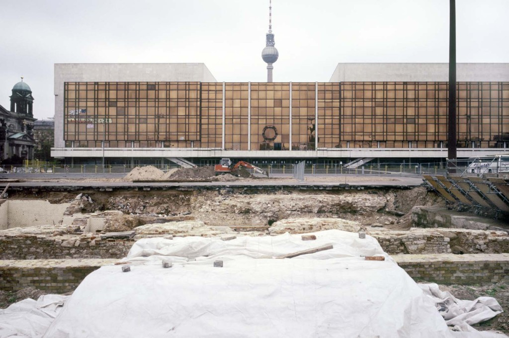 What goes around, comes around. Excavation of the old Stadtschloss (City Palace), 1996, the GDR Palast der Republik in the background was itself in turn demolished to make way for the new palace replica currently under construction.